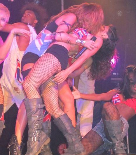 Is Miley Cirus A Lesbian 17