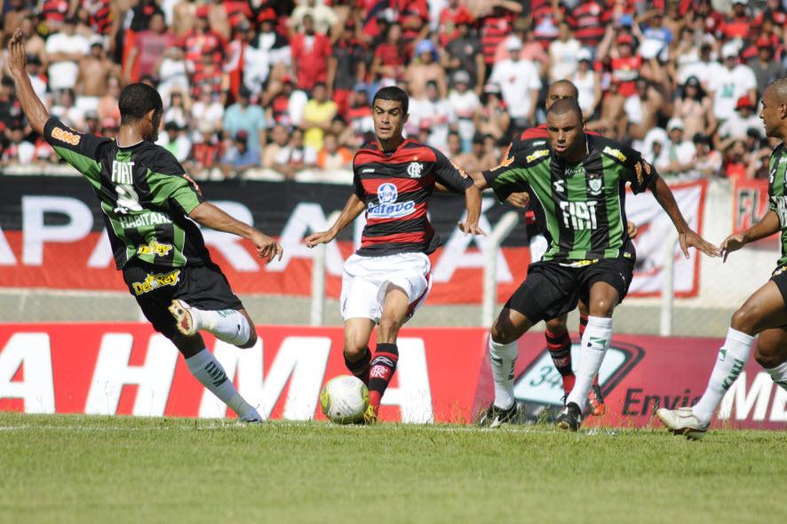 Leandro Ferreira (costas) e Micão de camisa nova. Foto  Divulgação Vipcomm f27a732813c70