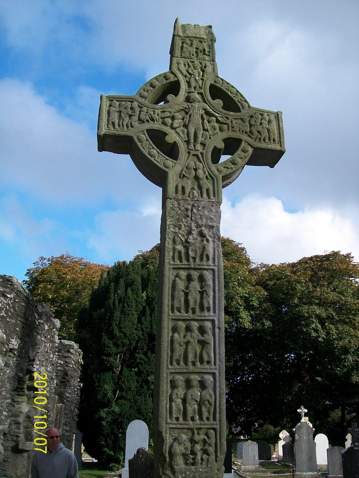 The Celtic Tarot Courtney Davis 9780850309201 Amazon: Celtic Voices: Scenes From Ireland