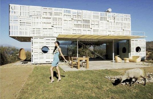 Casa construida con contenedores y palets de infinsky for Casa de muebles usados en montevideo