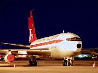 Night shot of N707JT at Phoenix Deer Valley Airport