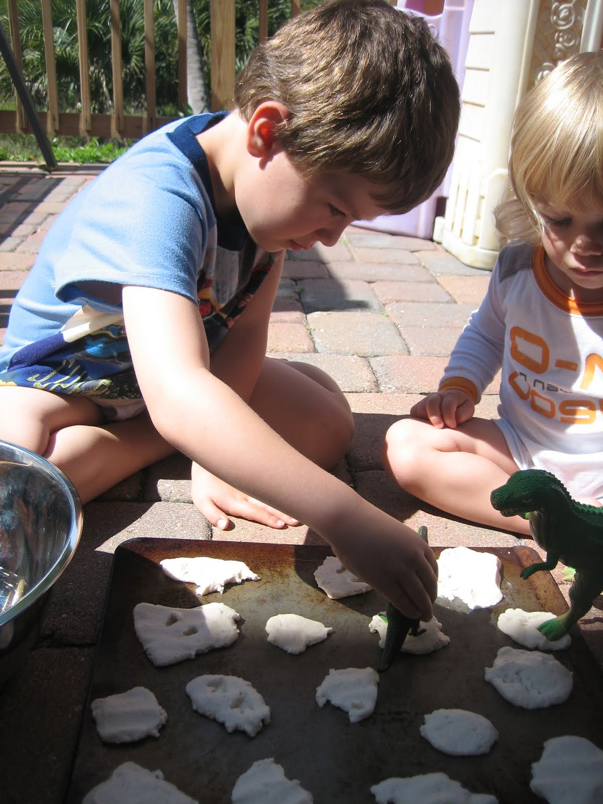 Homemade Dinosaur Fossil Dig - Mama to 6 Blessings