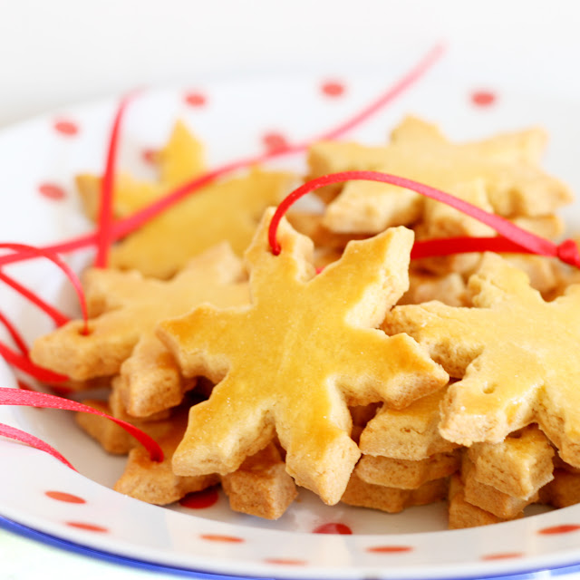 Sables A La Poudre D Amande Noel Les Macarons A La Chartreuse