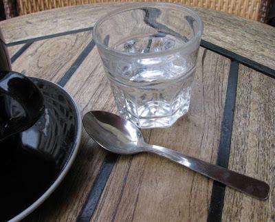 un verre d'eau at Cafe Cassette