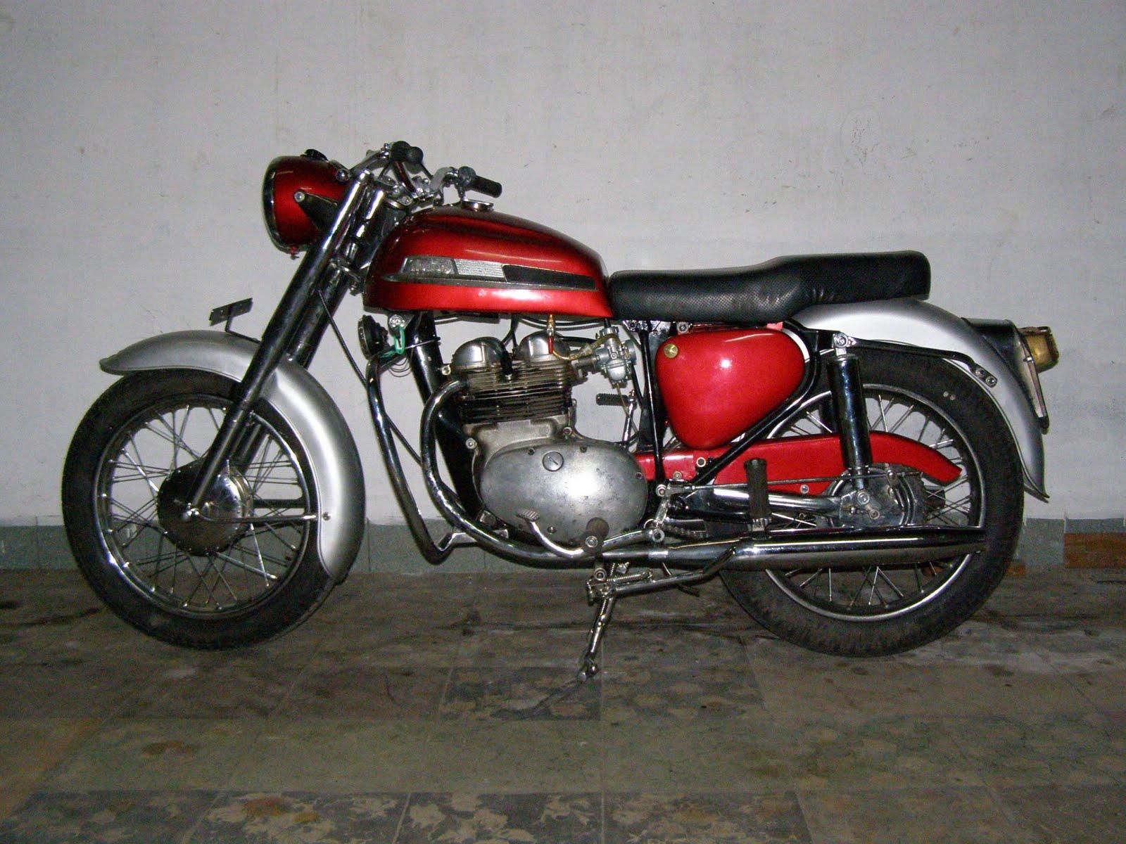 Motor Klasik, Sepeda Ontel dan Barang Antik: Dijual NORTON