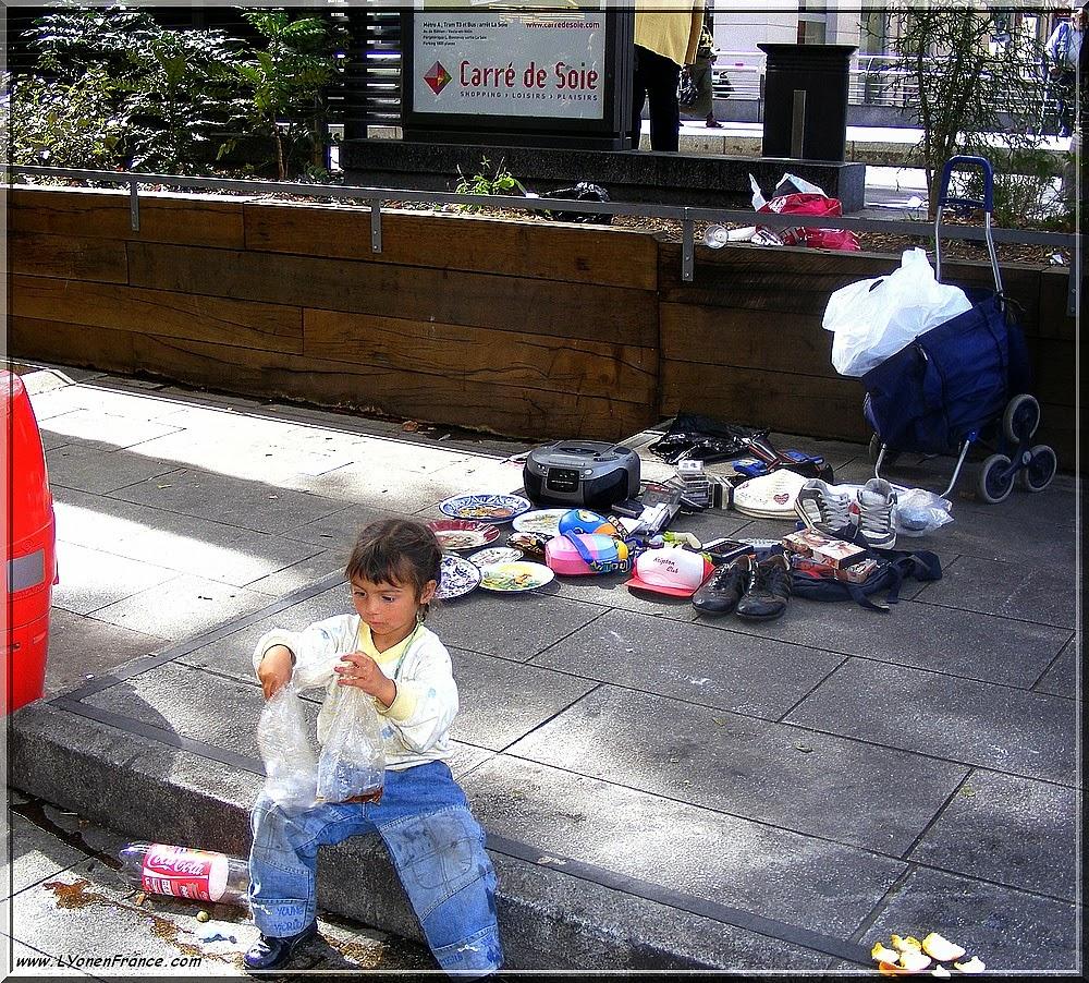 Une enfant Rom à Lyon