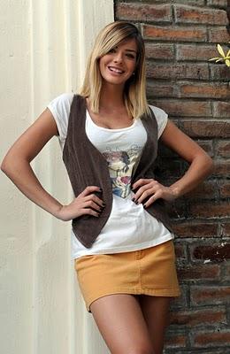 Jovencita de falda marron del culo carnosa - 1 2