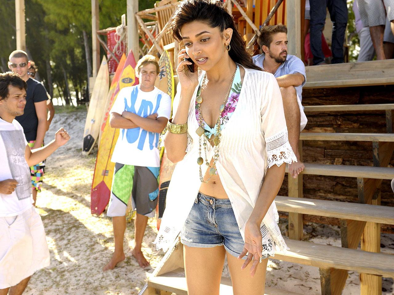 Hot Actress Photo Gallery: deepika padukone latest hot ...