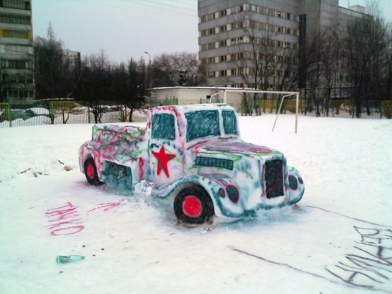 Car made of Snow: 3Pics
