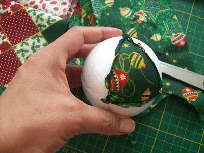 Passo a Passo Bolas de Natal em Patchwork…