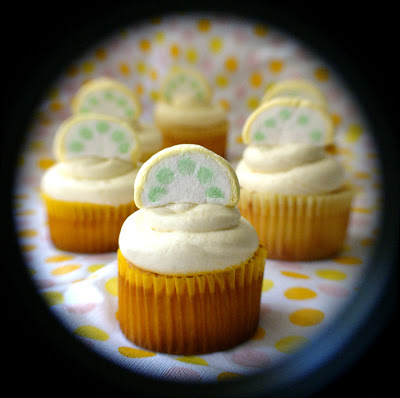 lemony cupcakes by chotda from flickr (CC-NC-ND)