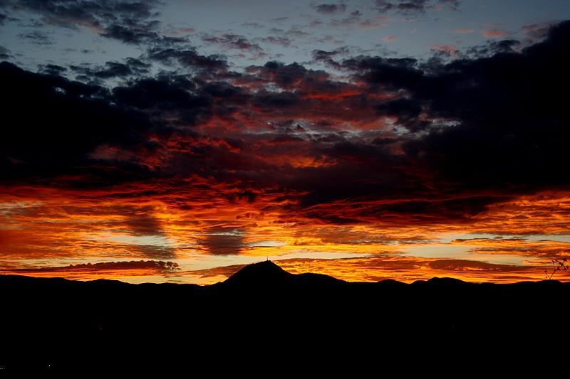 Moments de partage coucher de soleil sur le puy de d me - Les bronzes bonsoir nous allons nous coucher ...