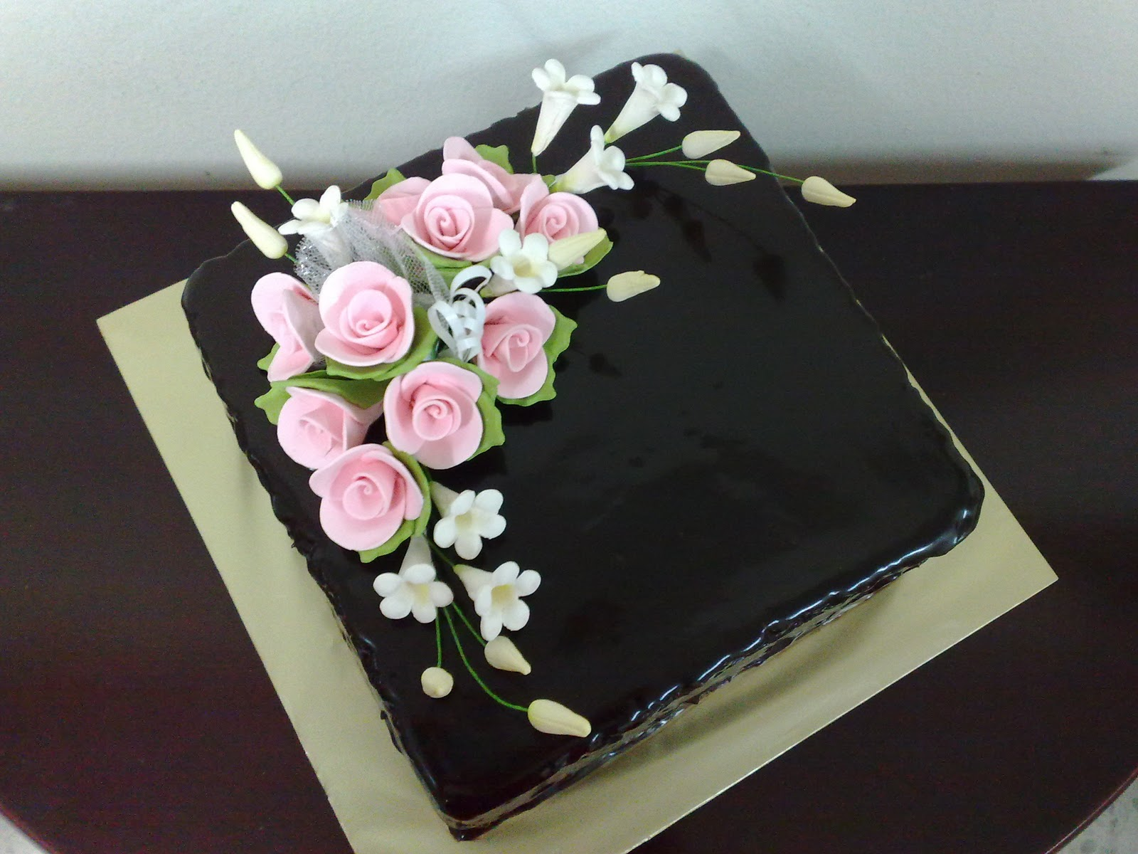 ! Pink Vanilla Cakes & Pastries !: Moist Chocolate Cake