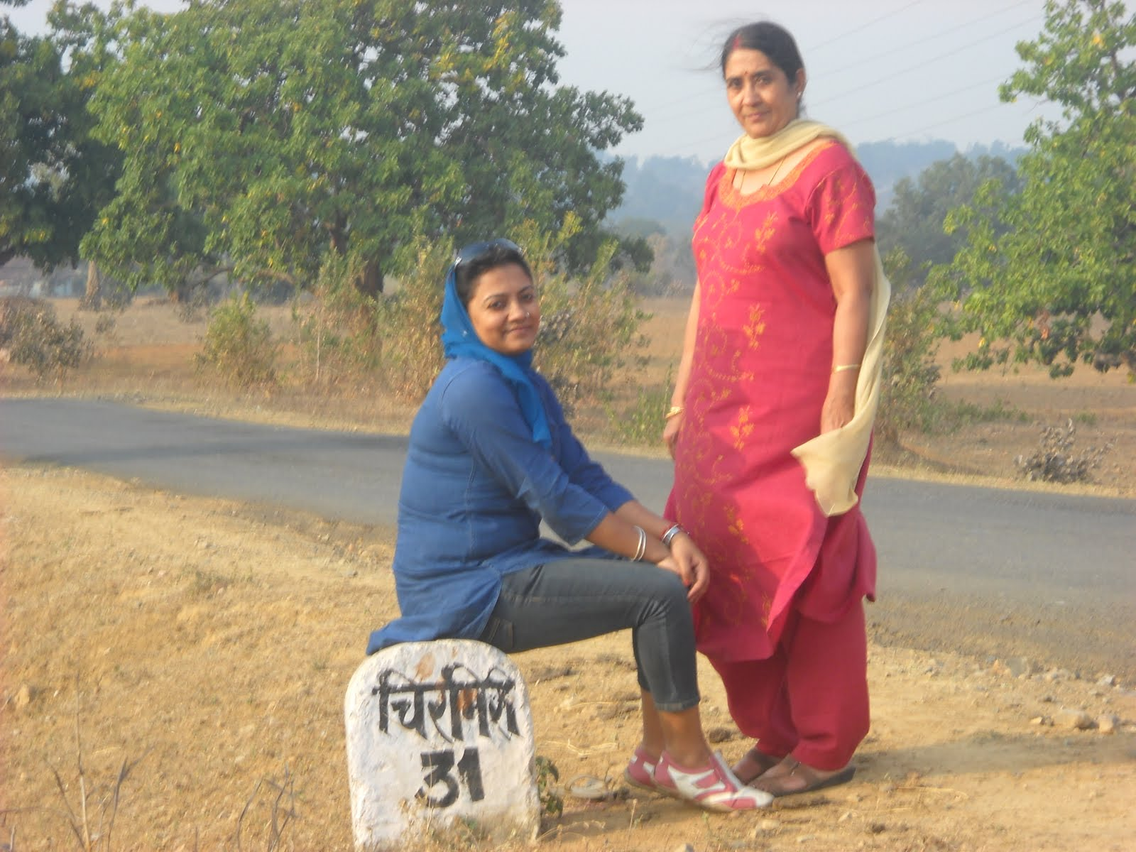 Hot Indian Aunties Sexy Photos Saree Pics North Indian Aunty-1627
