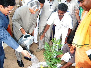 Dr. APJ Abdul kalam doing social work
