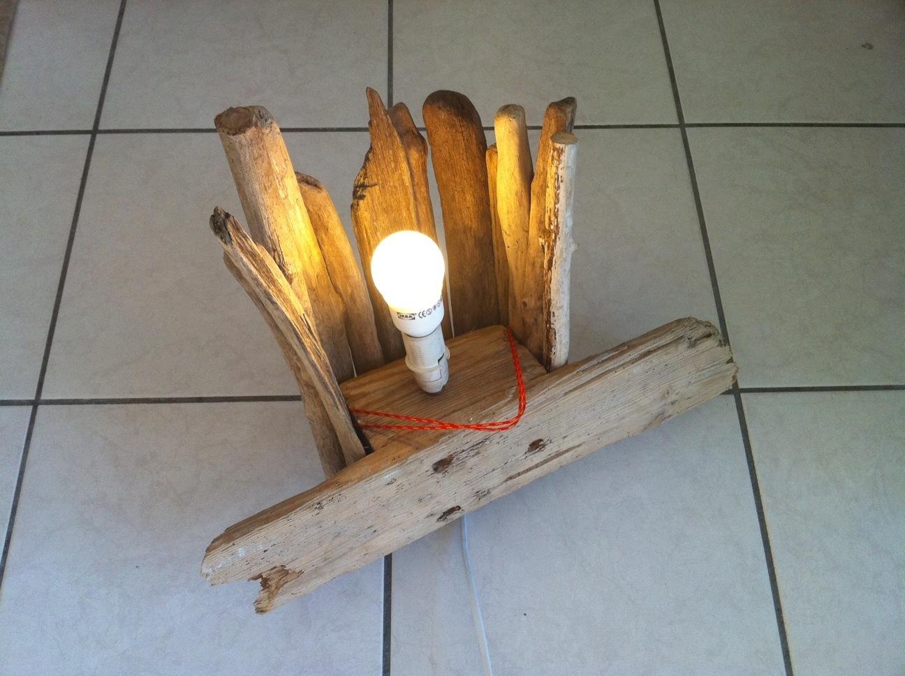 fabriquer lampe en bois intrieur bois flottant premire lampe murale with applique murale a faire. Black Bedroom Furniture Sets. Home Design Ideas