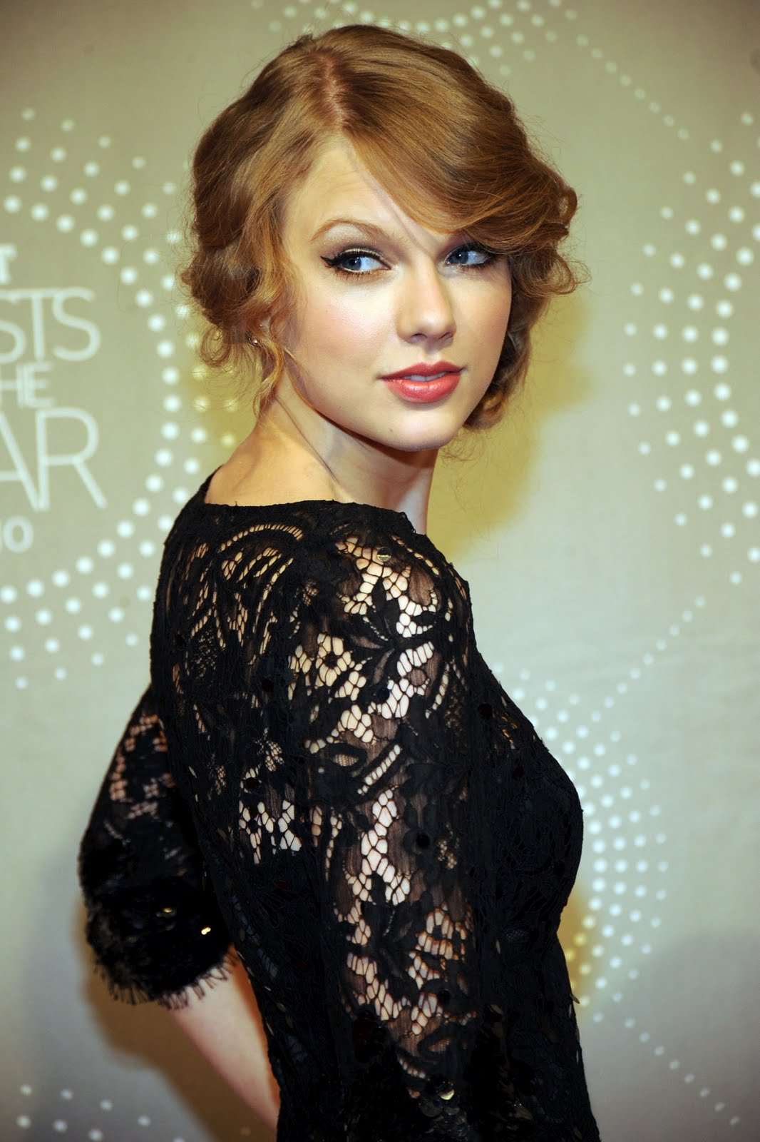 Taylor Swift Inspired Makeup Tutorial: Best Cool Pics: Taylor Swift Artists Of The Year 2010 Awards