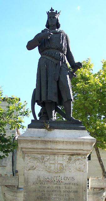 Estátua de São Luis em Aigues-Mortes