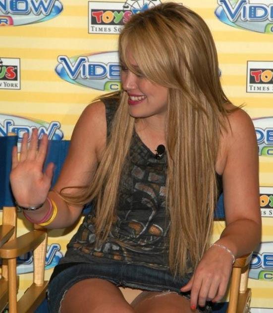 Hilary Duff Upskirt Pics 23