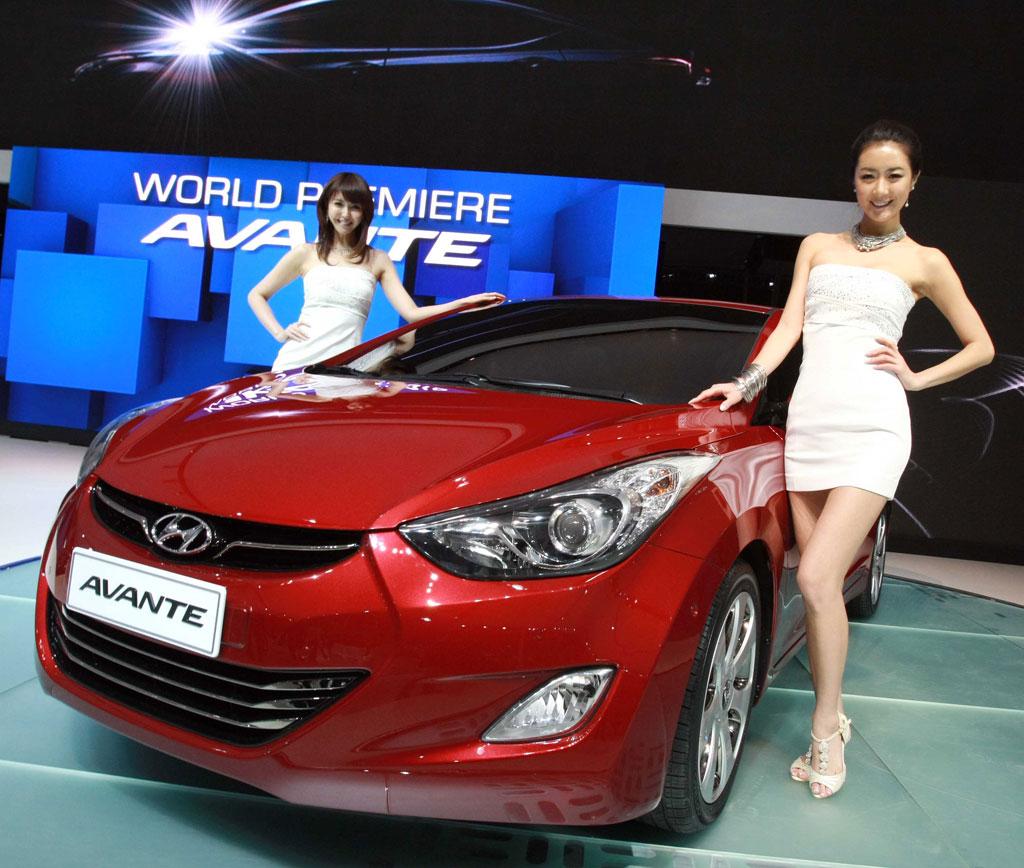 Car VS Biker Girl: 2011 Hyundai Avante Luxury Cars
