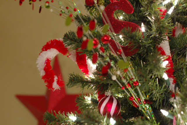 How to decorate a Christmas Tree with red ornaments and candy canes.