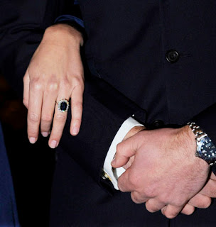 Prince William Kate Middleton engagement ring picture