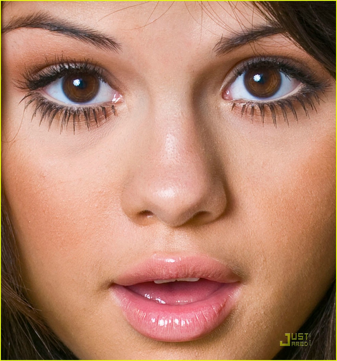 How to do makeup for small eyes