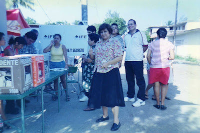 Mexicanos marotos na eleição - o semblante deles já mostra a alegria de votar