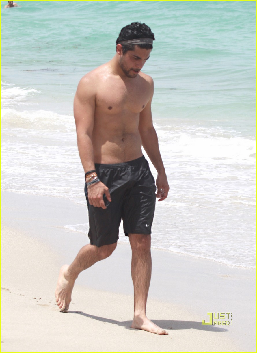 Naked And Hot Men Wilmer Valderrama Bulge And Shirtless-4656