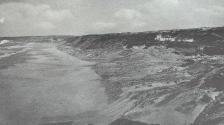 3078fbdd80e8 No início do século XIX, Santa Cruz era ainda um modesto e pouco povoado  lugar do litoral do concelho, longe ainda de se tornar num dos mais  atractivos ...