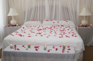 Isteri Hendaklah Bijak Menghias Bilik Tidur Untuk Menwujudkan Suasana Yang Romantik Pasangkan Lilin Dan Diiringi Dengan Muzik Perlahan Mampu Menjadi