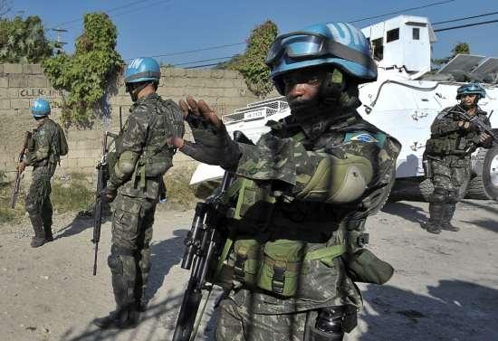 NOTÍCIAS  20 11 2010 - Aproximadamente 130 homens do Exército Brasileiro do  15º Batalhão de Infantaria Motorizado (15º BIMtz) 905af0e9bb2