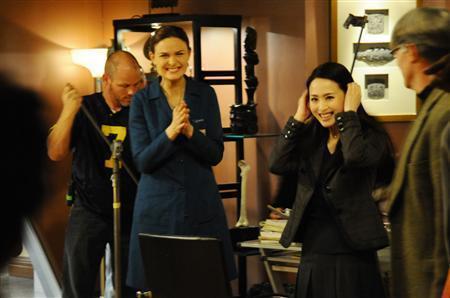 Matsuda Seiko ed Emily Deschanel in scena