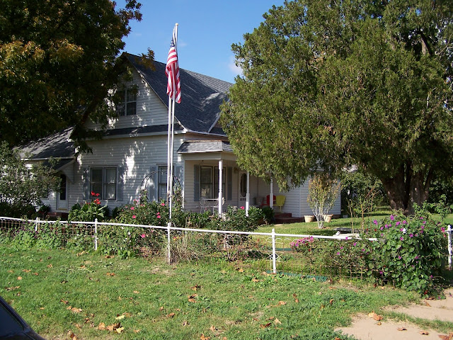 Beautiful Victorian home in Seymour Texas with beautiful neighborhoods