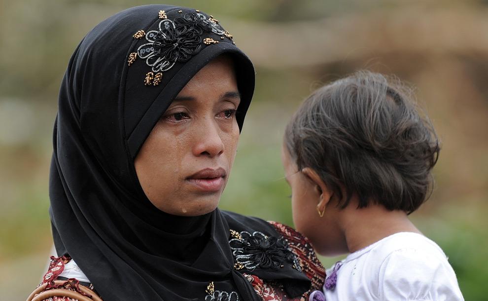Hasil gambar untuk gambar anak menangis dengan ibunya