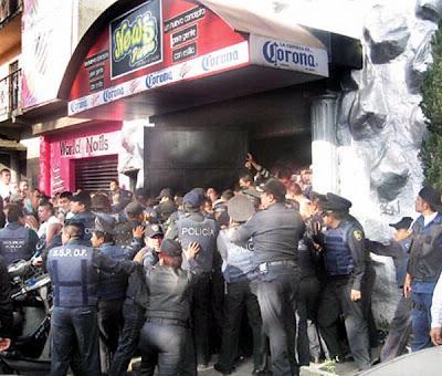Redada de la policía capitalina en la discoteca News Divine