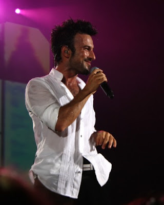 Tarkan on stage at the Phillipshalle in Düsseldorf © Genço