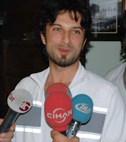 Turkish reporters greet Tarkan, down in Elazığ for a concert June 09