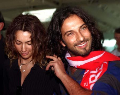 Tarkan and girlfriend Bilge Ozturk returning from the 2002 World Cup tournament in Asia