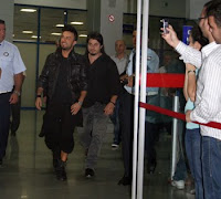 Screencap report; Tarkan arrives in Cyprus for 3 October 2009 show