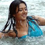 Cute Mallu Actress Vimala Raman Bathing Pics
