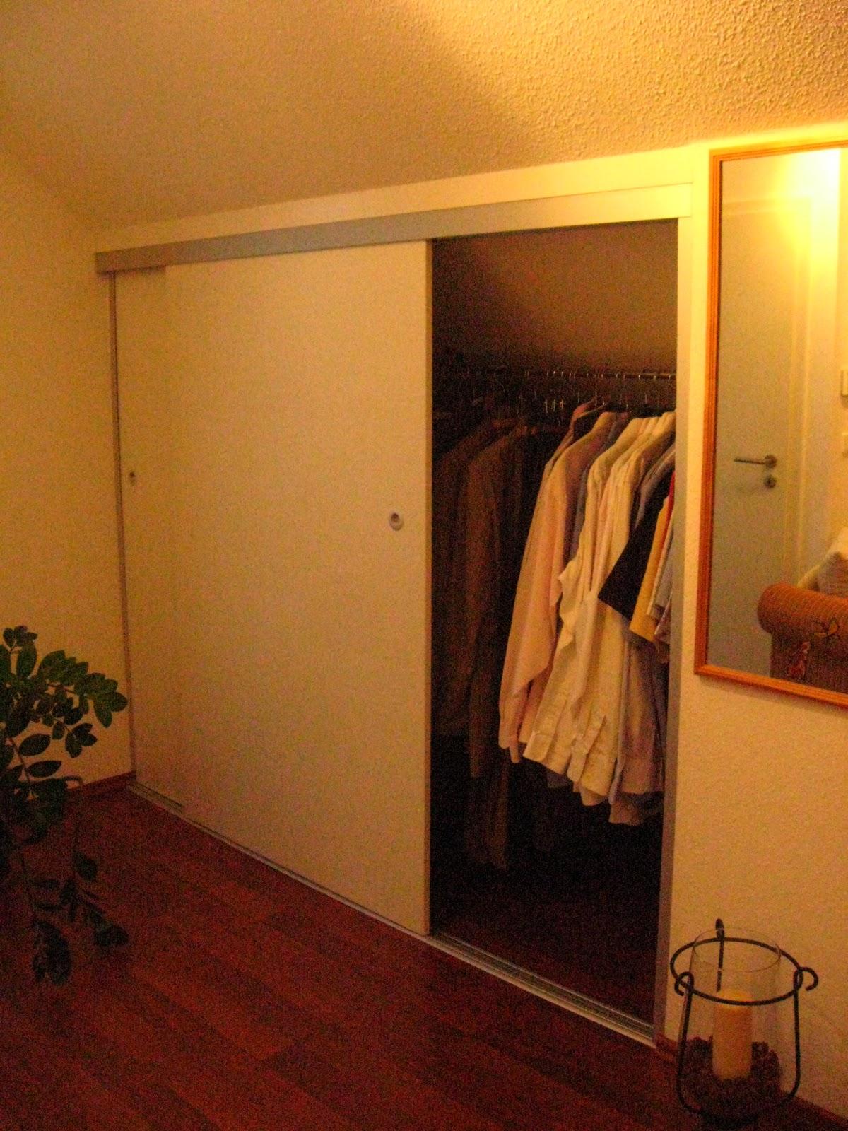 einbauschrankprojekt raumteiler t r mit dachschr ge trennwand mit fenster und. Black Bedroom Furniture Sets. Home Design Ideas