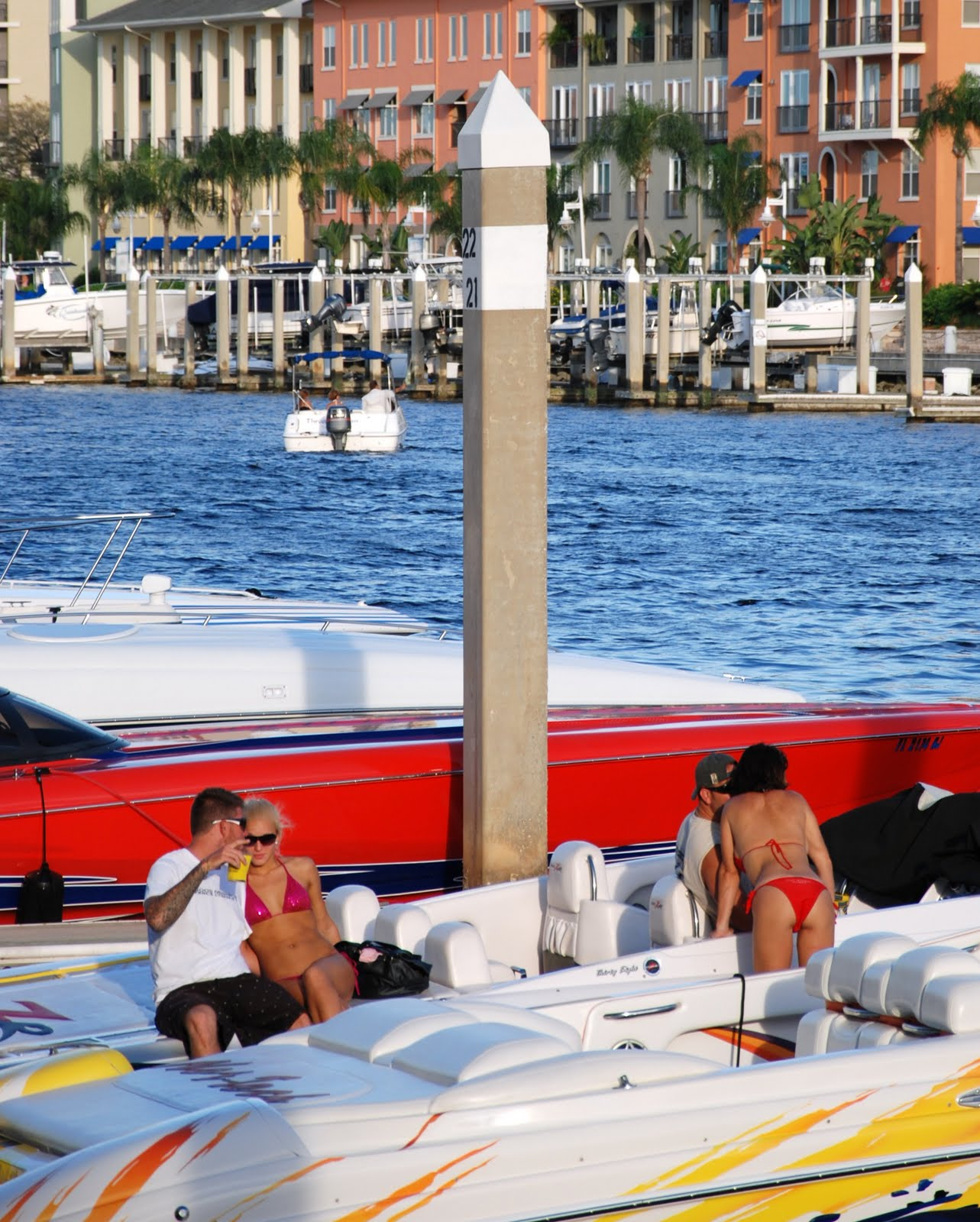 Tampa Daily Photo: Go-Fast Boats Partying At Sunset