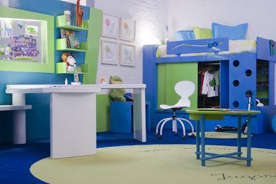 El techo y piso de color azul paredes blancas muebles de - Camas para ninos de dos anos ...