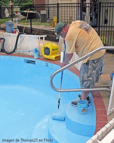 Como pintar una piscina o alberca piscinas y albercas for Como se construye una pileta de natacion