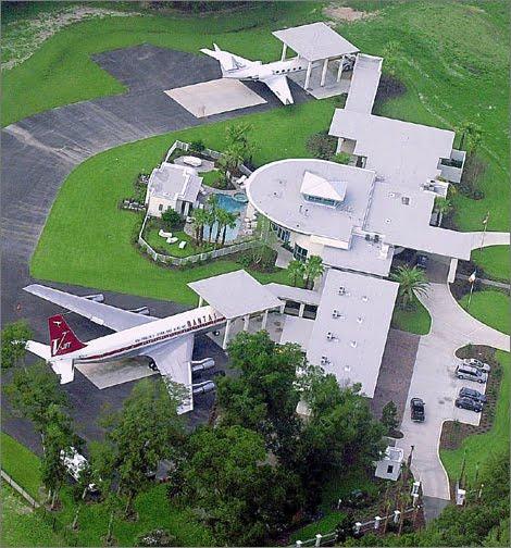 video que muestra las casas de como arnold billy joel brad pitt jerry sienfield steven spielberg john travolta