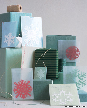 ... wrap your gifts with kraft paper old newspaper decorative tapes glassine and colored craft paper for a more original one-of-a-kind gift wrapping! & swanky::chic::fete: itu0027s a wrap [gift wrapping ideas]