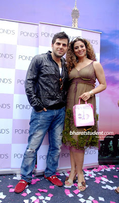 Tanaaz & Bakhtiyar Launch Pond's Valentine's Day Special Packs