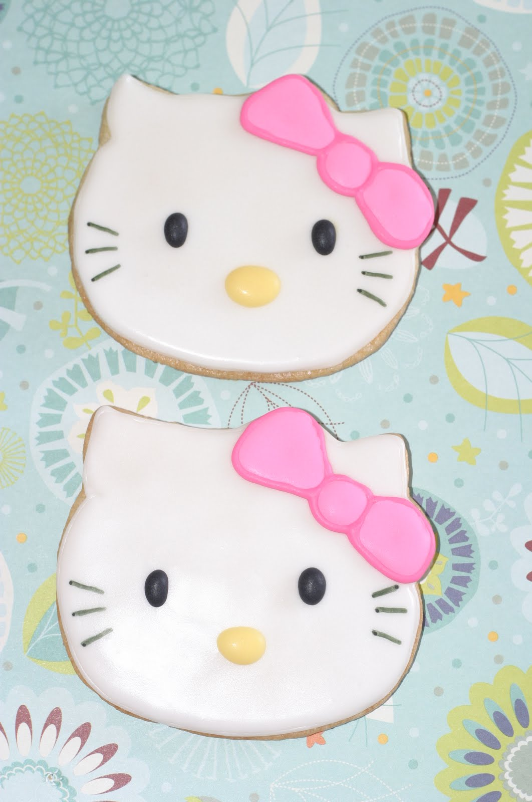 Pink Little Cake Hello Kitty Cake And Cookie Favors