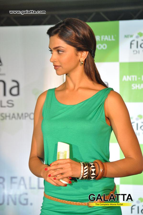 cute photos: Deepika Padukone at Fiama Di Wills Anti Hair ...